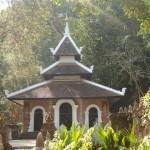 Temple perdu dans la foêt