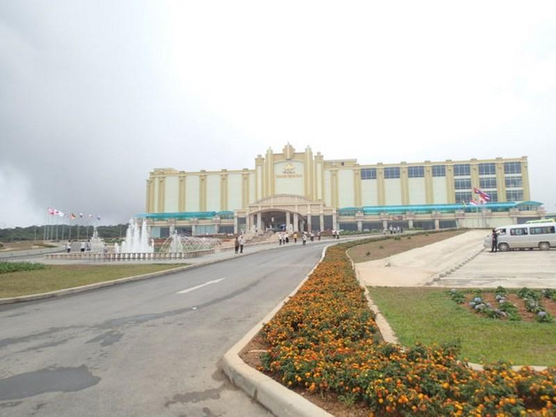 Apparition d'un casino au milieu des collines
