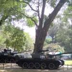 Les deux tanks nord-vietnamiens qui enfoncèrent les grilles du palais en avril 1975 et libérèrent la ville