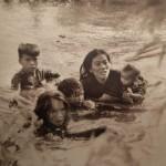 Mère et ses enfants tentant d'échapper aux attaques US