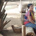 Tribu où les femmes portent d'énormes boucles d'oreilles en signe de richesse