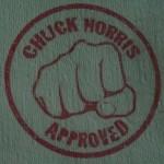 Tout ça sous la bénédiction de Chuck Norris!