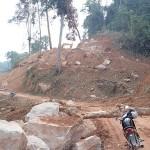 Chantier bloquant l'unique route de montagne