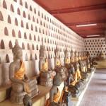 Intérieur du plus vieux temple de la ville, le vat Sisaket décoré de miliers de bouddhas