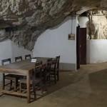 Salle de réunion dans une grotte