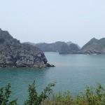 Promenade le long des côtes de l'île