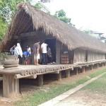 Maison de la tribu des Edê (pièce unique de 20 mètres de long accueillant 3 familles)