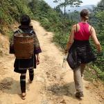 Début de la marche de 3h pour atteindre le village de Dom