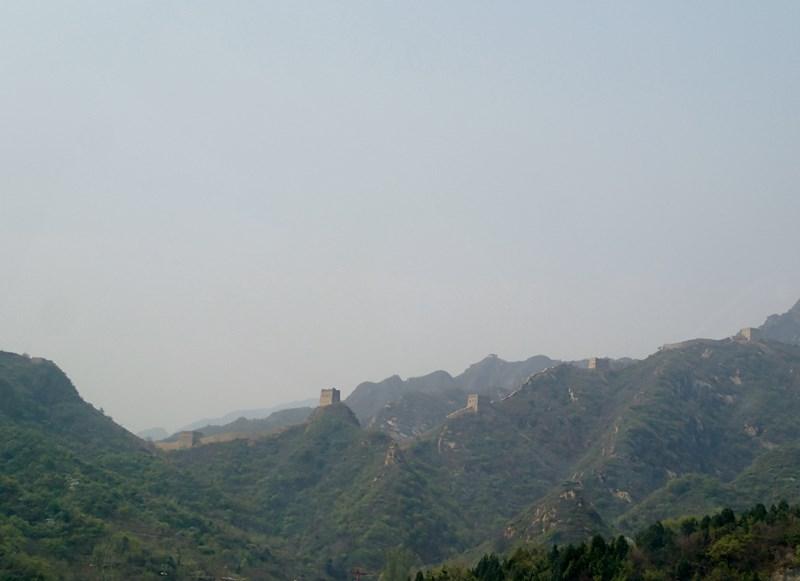Premier aperçu de la Grande Muraille depuis la voiture