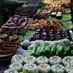 Stand de desserts sur le marché de nuit