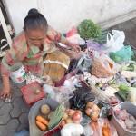 Achat des aliments au marché pour le cours de cuisine