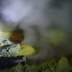 Sortie de l'oxygène transportée par des tuyaux depuis le sommet du cratère