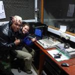 A Radio Manukena, la seule radio de l'île dans laquelle intervient notre hôte