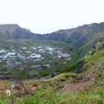 Le cratère du volcan Rana Kao, point de départ de la compétition de l'homme oiseau