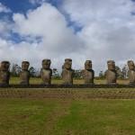 Ahu Akivi, représentation de 7 explorateurs de passage sur l'île