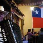 Dans une sorte de botega typiquement chilienne