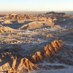 Vue plongeante sur la Vallée de la Lune, l'un des déserts les plus arides au monde