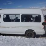 Le camion est bloqué avec la neige alors on pousse!