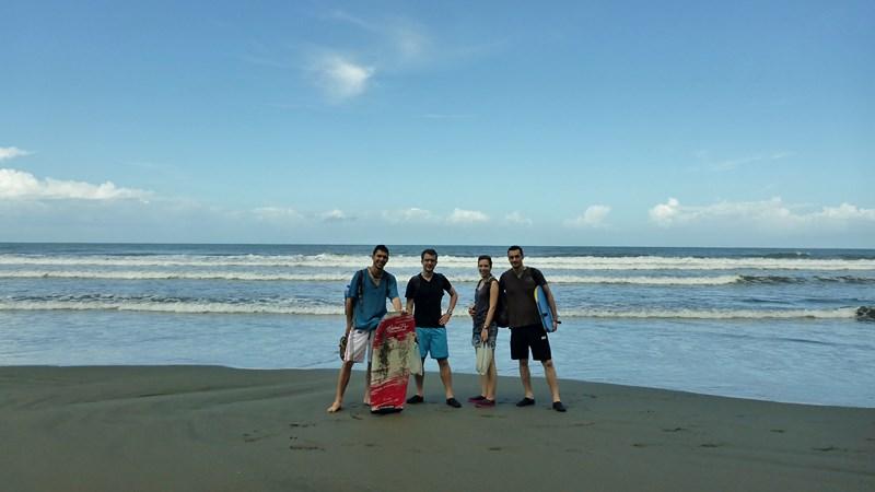 Deuxième jour cette fois ci sur une plage de sable noir